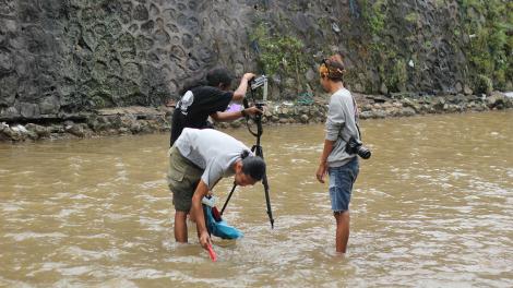 TB Budiarto, Wawies dan Nova Rachmad Basuki di Sungai Code
